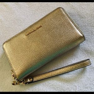 Michael Kors gorgeous leather iphone wallet wallet
